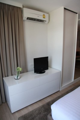 BKKMOVE Agency's 41sqm High Rise, Tasteful One Bedroom Condo for rent at Life Sathorn 10 2