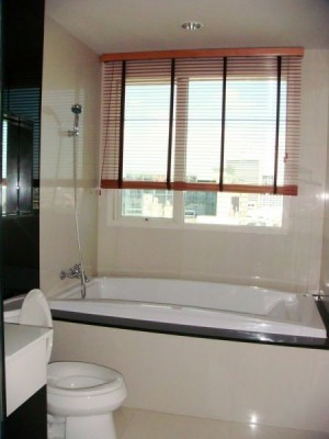 BKKMOVE Agency's 92sqm Spacious, Modern Two Bedrooms Condo for rent at The Address Chidlom 6