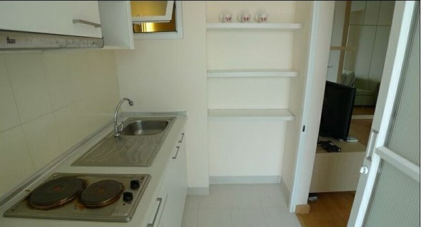 BKKMOVE Agency's 34sqm Tasteful, High Rise Studio Condo for rent at Life Ratchada 2