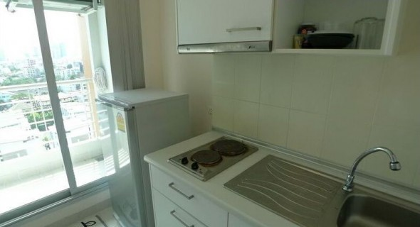 BKKMOVE Agency's 34sqm Tasteful, High Rise Studio Condo for rent at Life Ratchada 3