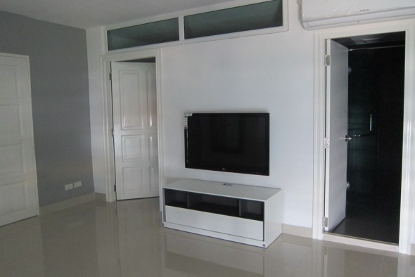 BKKMOVE Agency's 85sqm Well price, Nice Two Bedrooms Flat for rent at JC Tower 5