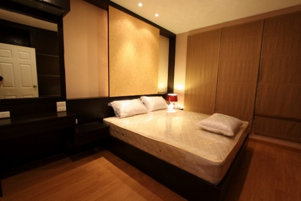 BKKMOVE Agency's 42sqm High Rise, Good price One Bedroom Apartment to let at Life Ratchada 1