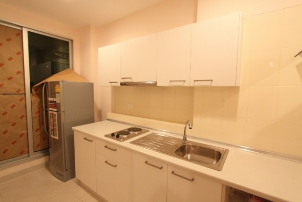 BKKMOVE Agency's 42sqm High Rise, Good price One Bedroom Apartment to let at Life Ratchada 4
