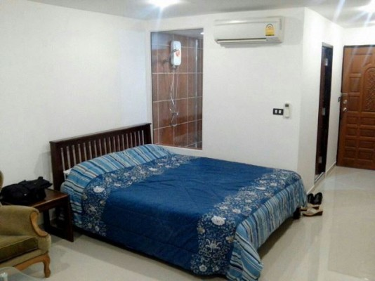 BKKMOVE Agency's 27sqm Good price, Centrally Located Studio Flat to let at Sukhumvit suites 3