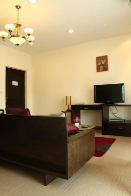BKKMOVE Agency's 50sqm Convenient, Cozy One Bedroom Apartment to let at Sarin Suites Sukhumvit Bangkok 4