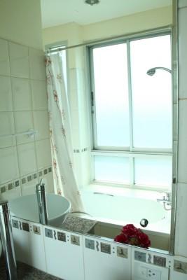 BKKMOVE Agency's 50sqm Convenient, Cozy One Bedroom Apartment to let at Sarin Suites Sukhumvit Bangkok 8