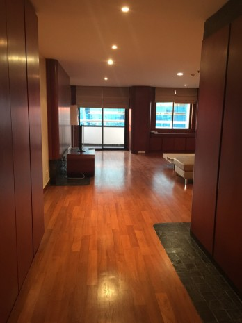 BKKMOVE Agency's 185sqm Beautiful, Spacious Two Bedrooms Condo for rent at Las Colinas 12