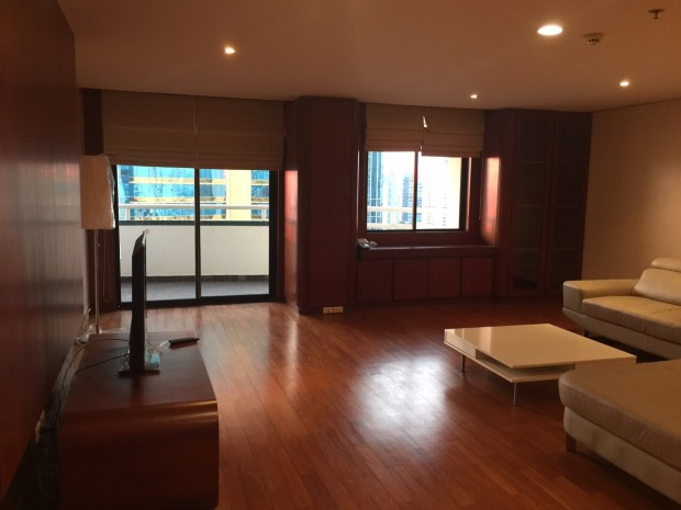 BKKMOVE Agency's 185sqm Beautiful, Spacious Two Bedrooms Condo for rent at Las Colinas 13