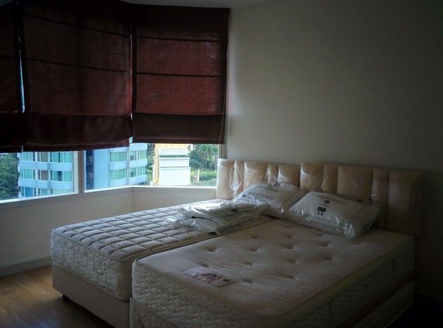BKKMOVE Agency's Watermark Chaophraya River Condo ,River view low floor 145sqm 3 bedroom 3 bathroom 1 maid for rent well price! 2