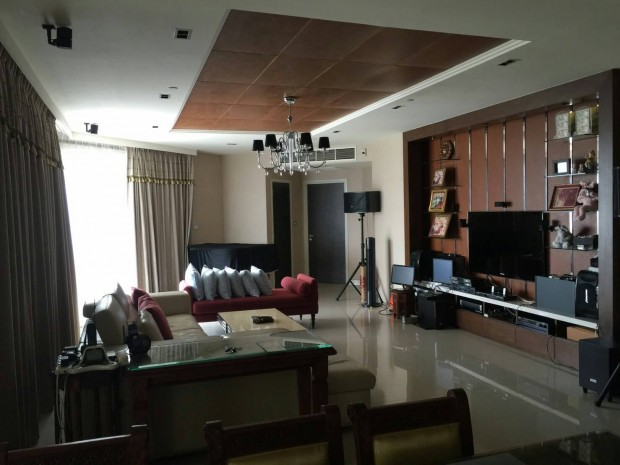 BKKMOVE Agency's Watermark Chaophraya River Condo ,River view Middle floor, 284 Sqm 4+1 bedroom 5 bathroom 2 kikchen 1 Big livingroom 1 maid for Sale Well price!! 5