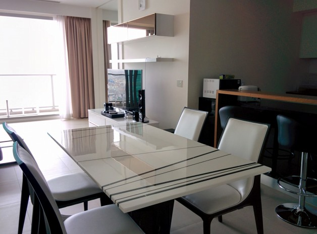 BKKMOVE Agency's The most exclusive condominium beside the river, easy access to bangkoks*s business and shopping hubs 2