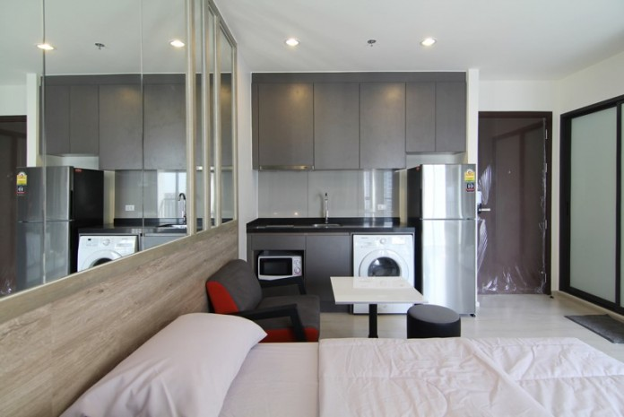 BKKMOVE Agency's Rhythm Asoke condo for rent/sale well price!! spaious room studio 1bathroom 22sqm. 3