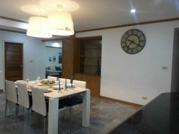 BKKMOVE Agency's Royal Castle condo for rent well price!! spaious room 4bedroom 4bathroom 202sqm. 3