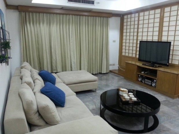 BKKMOVE Agency's Royal Castle condo for rent well price!! spaious room 4bedroom 4bathroom 202sqm. 4