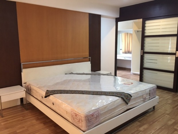 BKKMOVE Agency's 300sqm Nice Three Bedrooms unit has garden view and pool view in big balcony. Apartment to let at Prem Mansion Sukhumvit 12 1