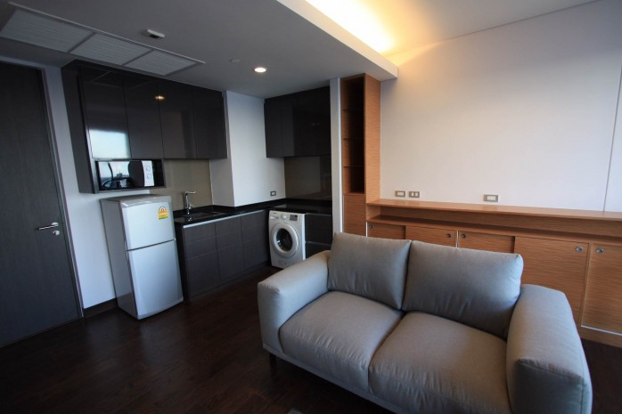 BKKMOVE Agency's 38sqm High Rise, Well price one bedroom for sale with tenant at The Lumpini 24 9