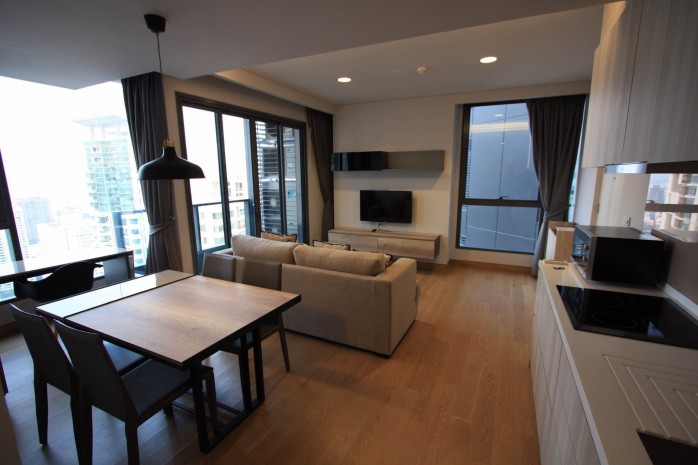 BKKMOVE Agency's 61sqm Modern, Beautiful two Bedrooms high floor beautiful view condo for rent to let at The Lumpini 24 11