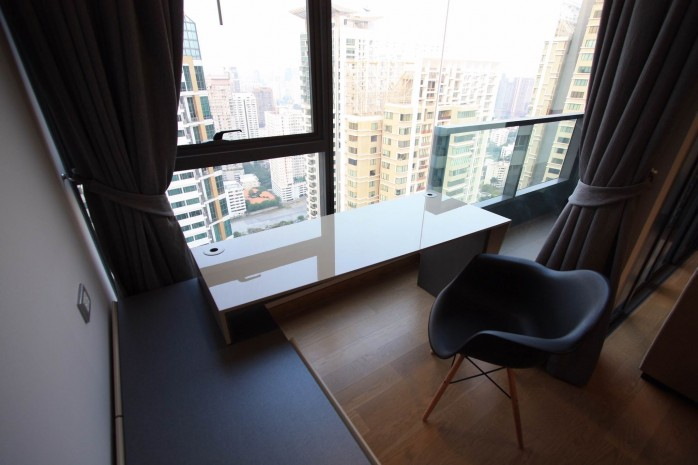 BKKMOVE Agency's 61sqm Modern, Beautiful two Bedrooms high floor beautiful view condo for rent to let at The Lumpini 24 9