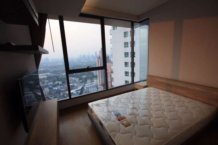 BKKMOVE Agency's 61sqm Modern, Beautiful two Bedrooms high floor beautiful view condo for rent to let at The Lumpini 24 6