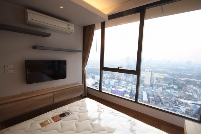 BKKMOVE Agency's 61sqm Modern, Beautiful two Bedrooms high floor beautiful view condo for rent to let at The Lumpini 24 5