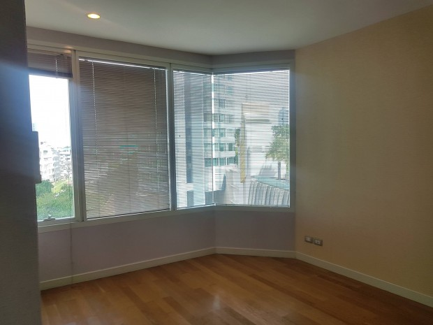 BKKMOVE Agency's Watermark Chaophraya River Condo ,River view low floor 145 sqm 3 bedroom 3 bathroom 1 maid  for sale Well price!! 3