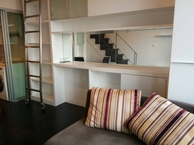 BKKMOVE Agency's Ashton Morph 38  convenient fully furnished 36sqm Duplex room for rent Well price!! 4