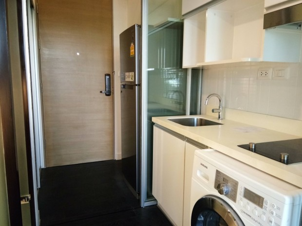 BKKMOVE Agency's Ashton Morph 38  convenient fully furnished 36sqm Duplex room for rent Well price!! 3