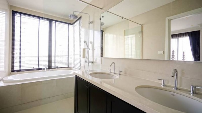 BKKMOVE Agency's The Emporio Place Luxury Penthouse Sukhumvit 24, top floor 3 beds/4 bath 170sqm(2 master bedrooms with bathtab come with his & her washbasin and walkin closet) 3