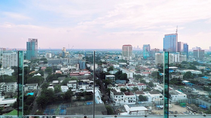BKKMOVE Agency's Rhythm Sukhumvit 36-38 Brand new Very high floor  great view and openness fully Furnished with all amenities 88 sqm 2 bedroom 2 bathroom for rent well price!! 4