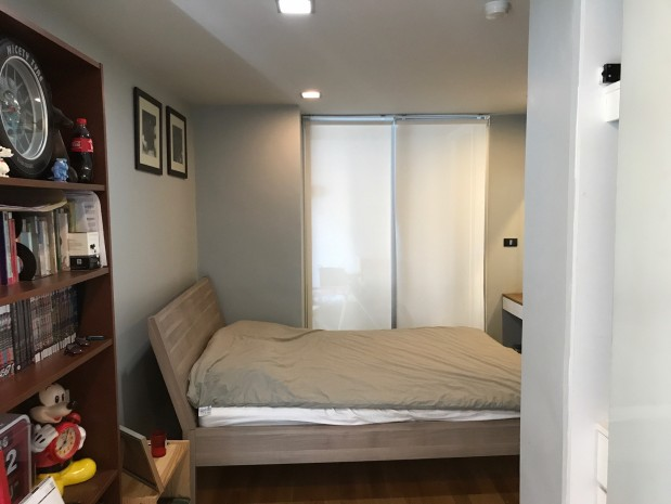 BKKMOVE Agency's Quad Silom 52 sqm corner unit 1 bed 1 bath big living room fully furnished nice decoration for sale 8.6mb Good price!! 7